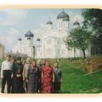 Отец  Павел с прихожанами в Дивееве